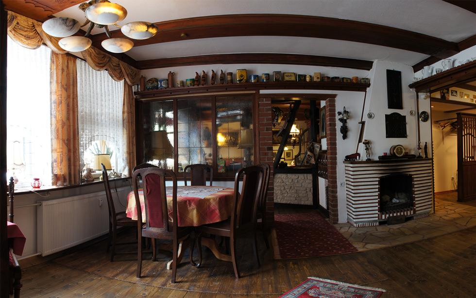 Franzosisches Spezialitatenrestaurant Kleine Kommode